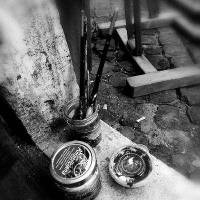 Foto artistica colori e pennelli in bianco e nero