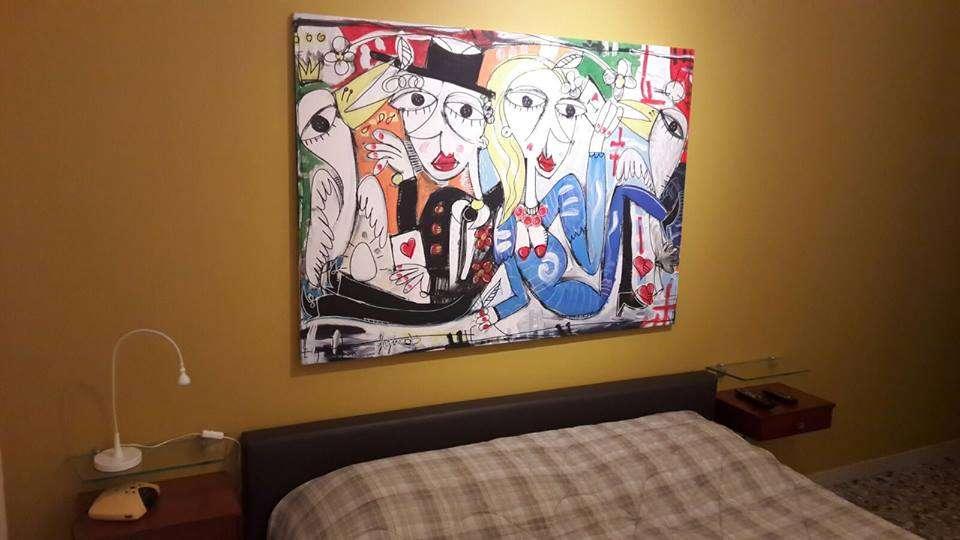 Camera Da Letto Moderna Marrone : Arredamento camera da letto letto marrone con dipinto moderno