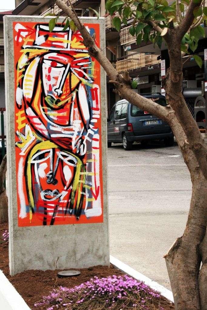 figurativo astratto dipinto smalto su muro graffiti