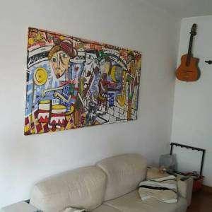dipinto con divano  bianco, dipinto moderno con musicista concerto jazz