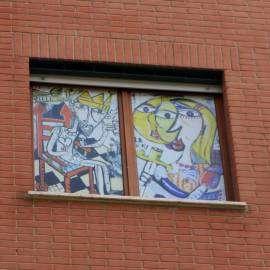 Finestre decorate con quadri moderni