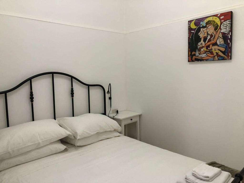 camera da letto B&b dipinto con il tema dell'amore
